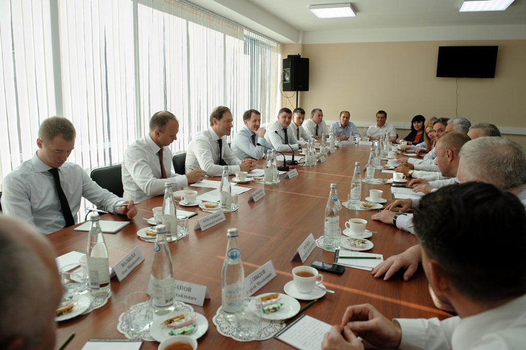 Губернатор и министр встретились с предпринимателями Воронежской области
